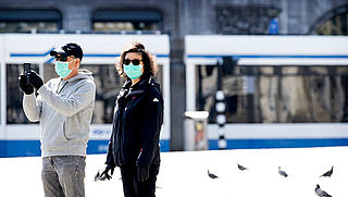 Opening mondkapjeswinkel in Amsterdam levert veel kritiek op