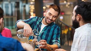 Kraanwater in restaurant moet gratis zijn, vindt 51%
