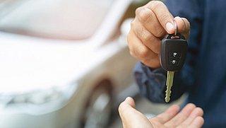 Kan ik je auto lenen? Zou je dat nou wel doen? Dit moet je weten over de dekking van je verzekering!