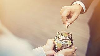 Veel goede doelen raken vaste donateurs kwijt