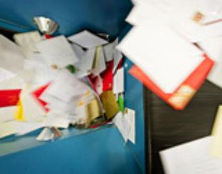 PostNL zegt sorry voor te late postbezorging