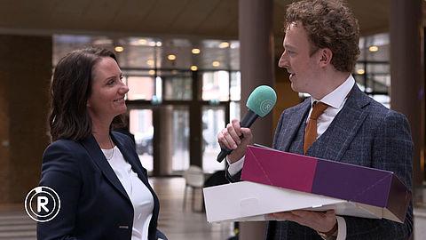 Fons trakteert politici in Den Haag op taart