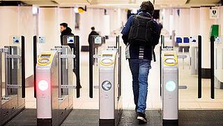 NS sluit toegangspoortjes Amsterdam Centraal