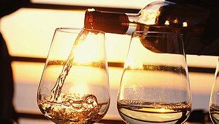 Alcohol drinken tijdens een hittegolf: wat moet je weten?