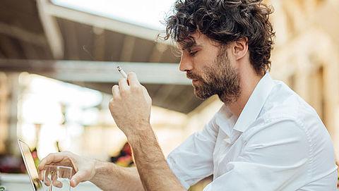 Meer mensen willen volledig rookverbod op terrassen}
