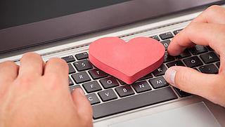 Bedrijf achter Tinder aangeklaagd voor nepaccounts in e-mails