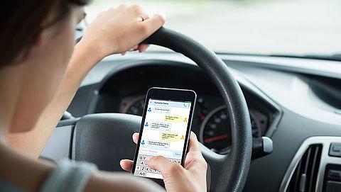 'Stel na verkeersongeval standaard een onderzoek in naar smartphonegebruik'}