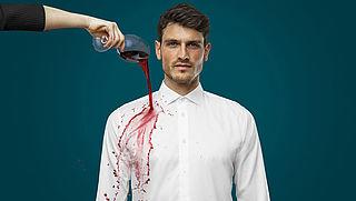 Glas rode wijn over overhemd en geen vlek? Zo werkt het!