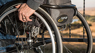 Rollator en rolstoel mee op reis: deze problemen kunnen ontstaan