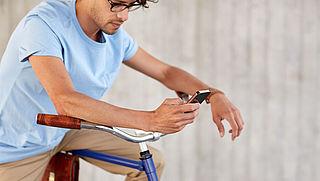Smartphoneverbod voor fietser laat nog steeds op zich wachten