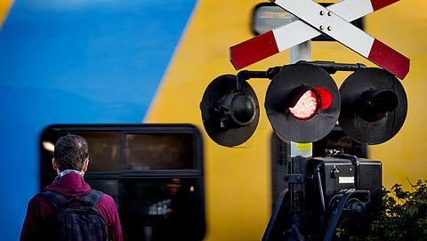 ProRail krijgt geen steun van ministerie voor sluiten onbewaakte spoorwegovergangen}