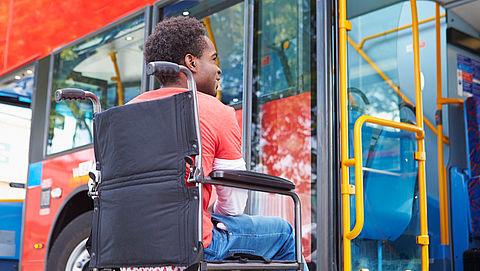 Rolstoelgebruiker ondervindt nog regelmatig problemen bij openbaar busvervoer}