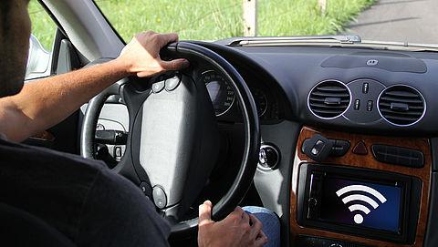 Auto's verbonden met internet: de voordelen en risico's