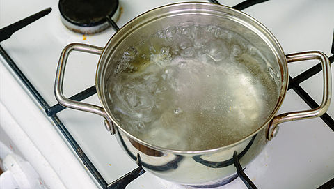 Nog steeds poepbacterie in drinkwater Vlaardingen, advies blijft om water te koken}