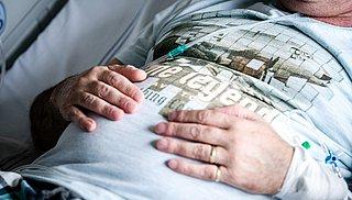 'Richt poliklinieken op voor mensen met langdurige coronaklachten'