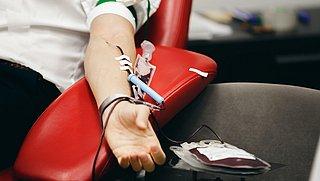 Homo- en biseksuele mannen niet langer uitgesloten van bloed doneren