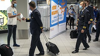 Uitdelen gratis zelftesten op luchthavens verlengd tot september
