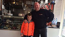 Douche: Tw-ice IJssalon & Pannenkoeken