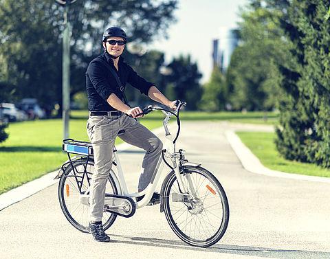 'Valhelm verplicht op elektrische fiets'}