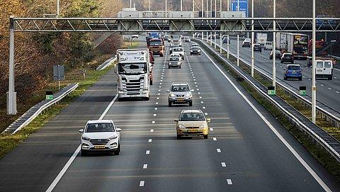 Hogere boetes voor onder andere appen achter het stuur en onnodig links rijden
