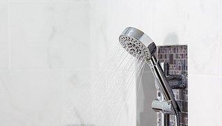 Koud douchen: hoe kun je beginnen? En meer tips voor kou-oefeningen