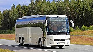 Touringbussen gaan meer mensen vervoeren dan mag volgens coronaregels