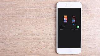 Donkere modus instellen op je smartphone, tablet, iPhone of iPad