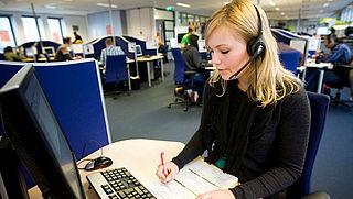 'D-reizen en Ryanair laten klanten onwettig betalen voor klantenservice'