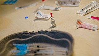 Website Prullenbakvaccin.nl wil vaccinverspilling tegengaan, ministerie is kritisch