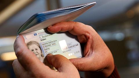 Blijdschap om eerste 'X' in paspoort