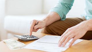 'Nederlanders zijn meer dan helft inkomen kwijt aan vaste lasten'