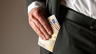 'Falende zorgtop moet salaris inleveren'