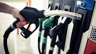 Benzineprijs voor het eerst boven de 2 euro per liter