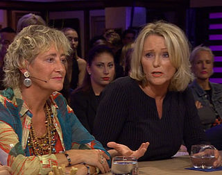 Antoinette in RTL Late Night: 'Bekkenbodemmatje kunnen laten weghalen is een recht'
