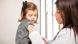 'Maatregelen maar geen verplichte vaccinatie bij kinderen'