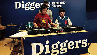 Douche: Diggers Recordstore