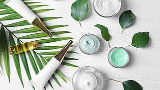 Veel 'foute' producten in cosmeticaschappen. Hoe zit dat?
