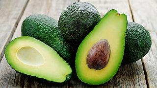 Hoe schil en ontpit je een avocado (op een veilige manier)?