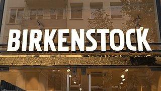 Birkenstock roept deze kinderschoenen terug: 'Risico op verstikkingsgevaar'