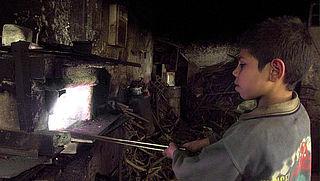 Delven mica voor elektronica gebeurt met kinderarbeid