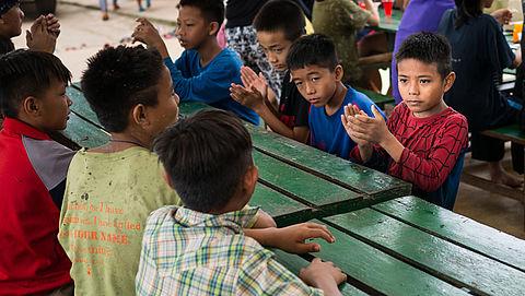 Hulporganisaties: 'Stop excursies naar weeshuizen'