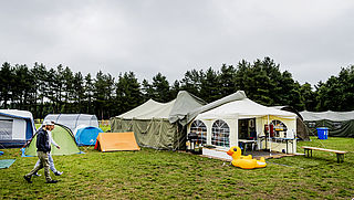 Zo viert Rik van de Westelaken vakantie: met een lekke tent op reis