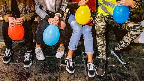 Kabinet gaat campagne voeren tegen lachgasgebruik in verkeer
