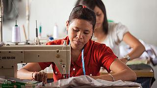 Meer textielmerken transparant over wie de kleding produceert