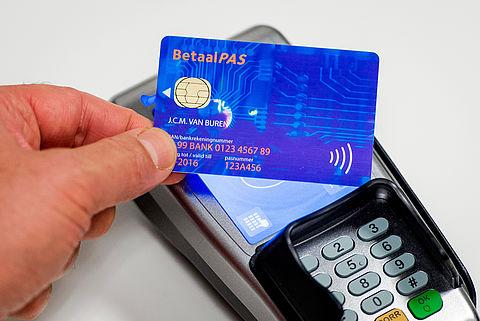 Hoe voorkom je zakkenrollen met contactloos betalen?