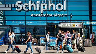 Schiphol vervangt inlichtingenbalie voor WhatsApp en chat