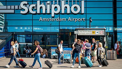 Schiphol vervangt inlichtingenbalie voor WhatsApp en chat}