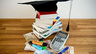 'Geef 'gedupeerden' leenstelsel contante uitbetaling of verlaging studieschuld'