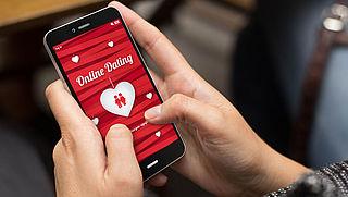 Campagne waarschuwt 40-plussers voor datingfraude, zo herken je een oplichter
