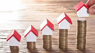 Huizenprijzen stijgen steeds harder, ook meer woningen verkocht